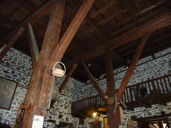 Jour-4---Melnik---Maison-Kordopoulos-plafond-cellier.jpg