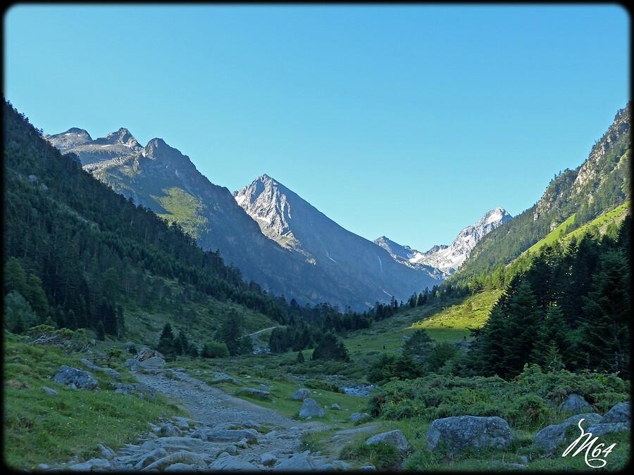 Le lac d'Estom et la vallée du Lutour