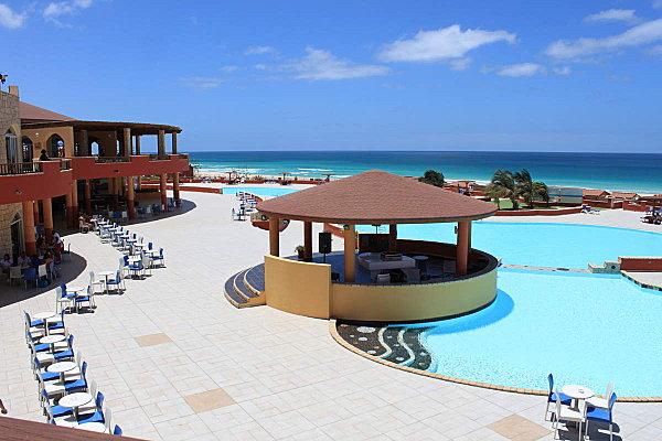 hôtel Royal Décameron, vue sur la piscine et le bar