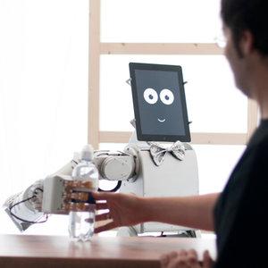 le robot james est capable d'anticiper les attentes du client.