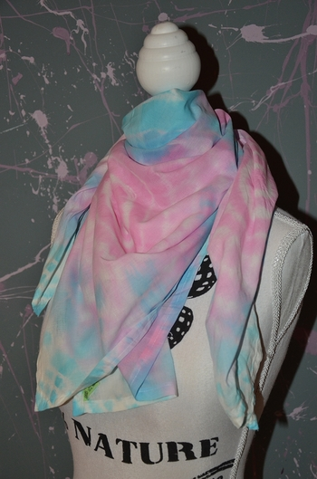 foulard rose et bleu carré tie and dye 1