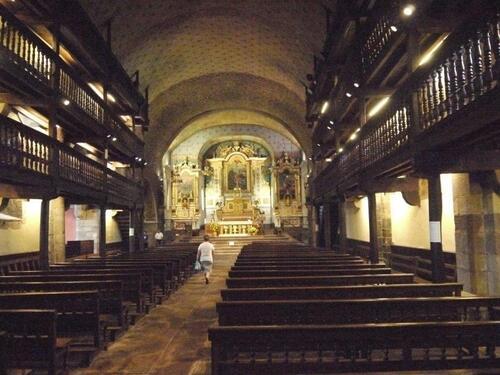 Coeur et galeries de l'église