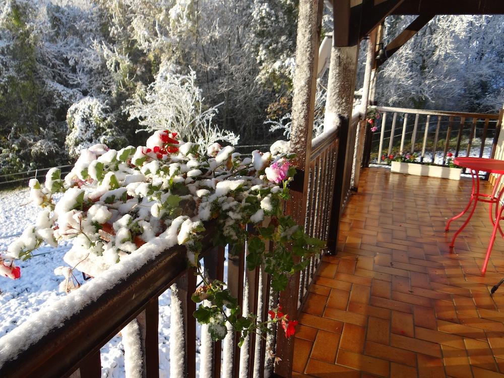 jours de neige chez nous.....il y a 8 jours,c 'est beau mais au coin du feu