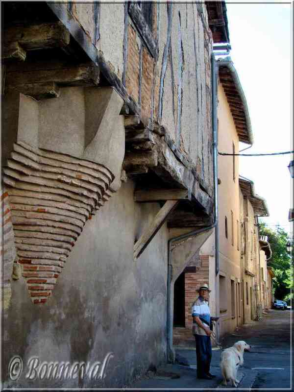 Lisle-sur-Tarn Tarn maisons à coiombages
