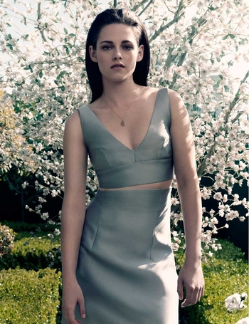 Kristen-Stewart-ELLE-Magazine-UK-June-2012-07