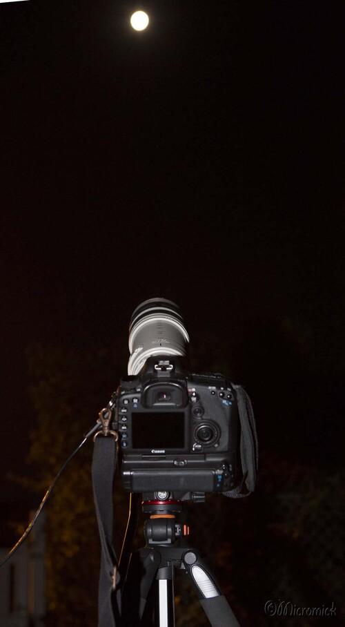 Une fois le réglage de mise-au-point effectué,  on n'a plus à toucher à l'APN. Mais il faut faire vite car la lune tourne autour de la terre qui tourne sur elle-même et le pointage change constamment.
