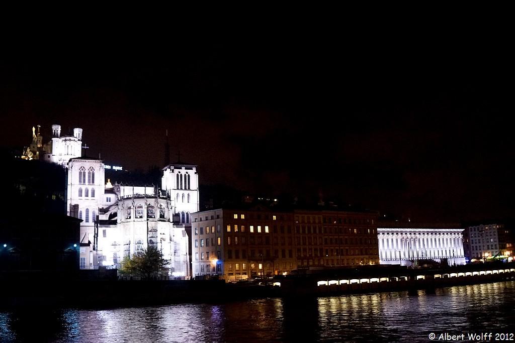 Lyon  ou la symphonie des des lumières : les quais de Saône.