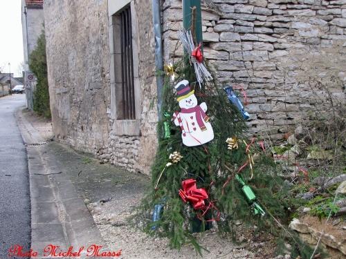 Villiers le Duc décoré pour les fêtes 2012...