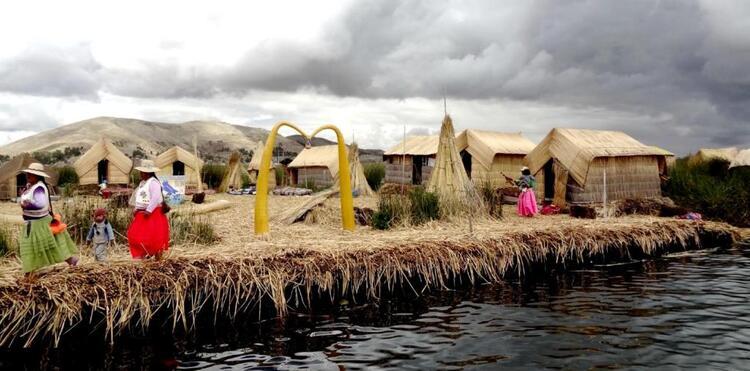 Images du monde : Les indiens des îles flottantes