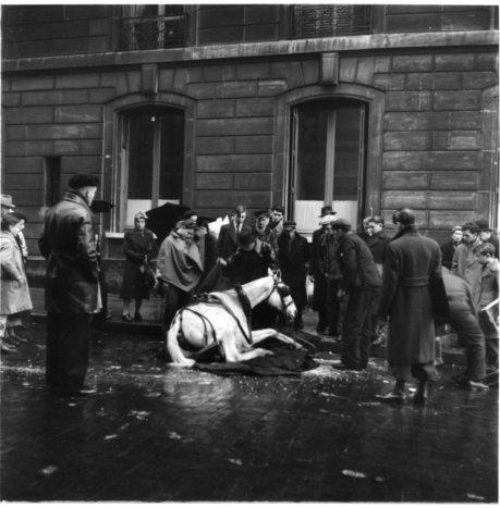 PARIS, sous l'occupation....( Robert Doisneau )