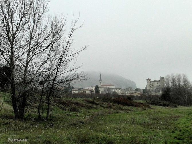 Balade entre Cornas et Châteaubourg dans la brume hivernale