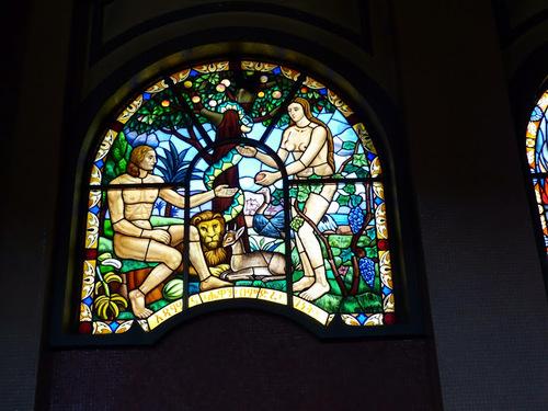 la cathédrale de  la Sainte Trinité; les vitraux