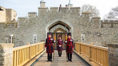 Yeomen on the drawbridge (Credit: Credit: Richard Lea-Hair/Historic Royal Palaces)