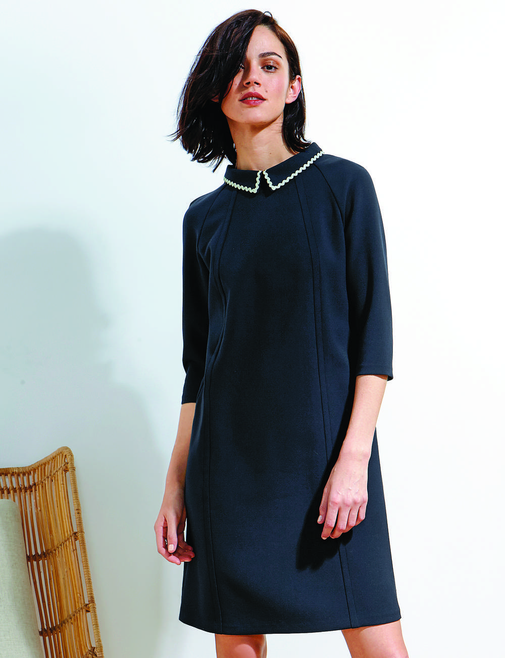 Robe noire : col contrastant
