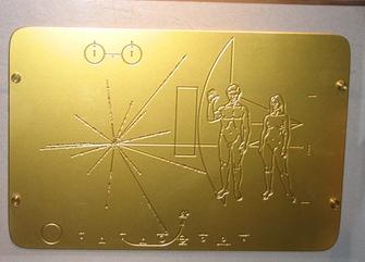 L'artefact d'Indonésie et la plaque de Pioneer