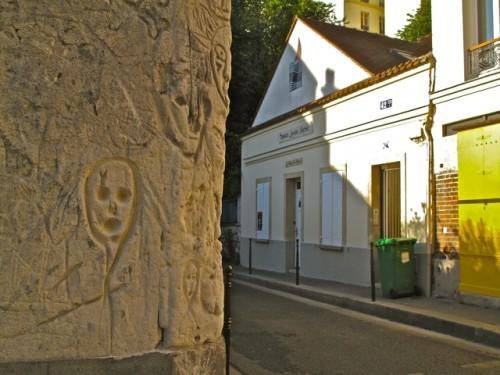 graffiti-visages-mort-commune-rue-des-cascades-1.jpg