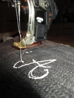 Utiliser le pied à repriser de sa machine à coudre