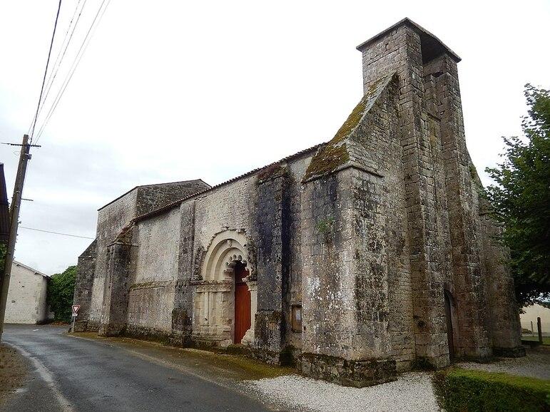 FR 17 Aujac - Église Saint-Martin 04.jpg