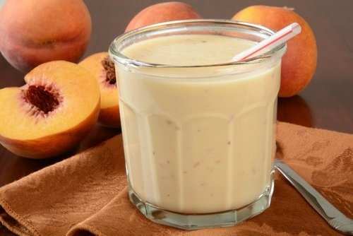 Smoothie-yaourt-peche-500x334