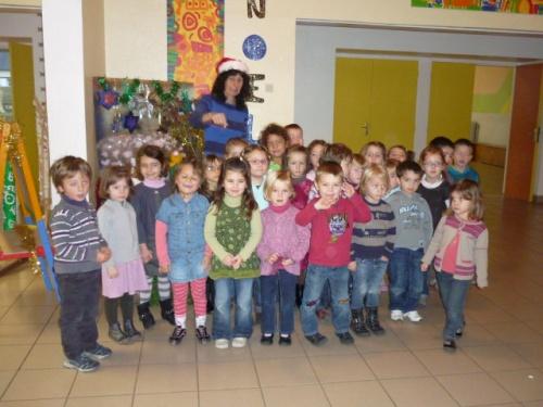 les MS-B attendent la visite du pére-noël à l'école