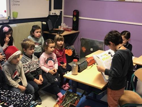 Moment de lecture aux maternelles