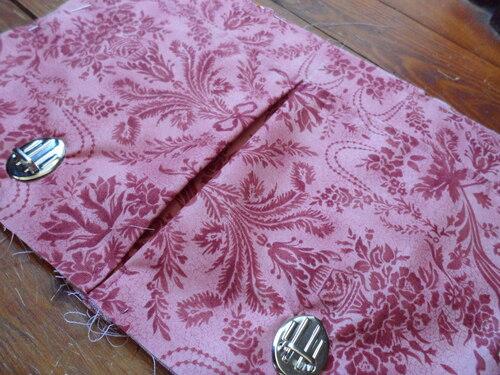 Besace rose à motifs baroque
