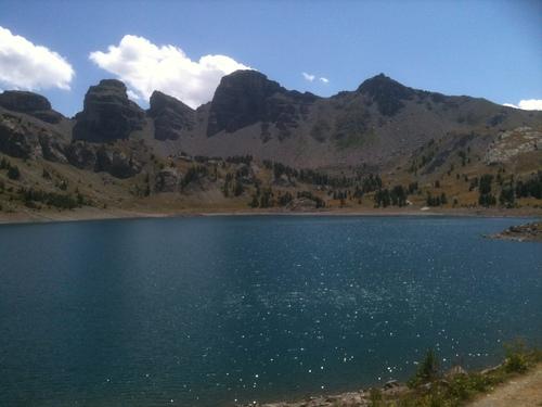Lac d'Allos avec au fond les Tours du lac