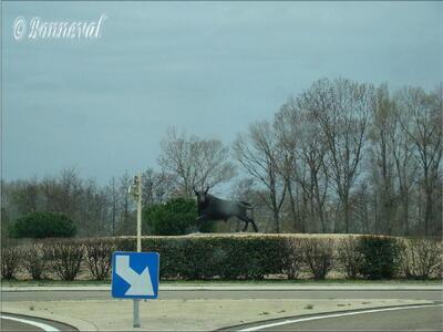 Rond-point Saint-Laurent d'Aigouze Gard Languedoc-Roussillon Le Biou oeuvre de Ben K