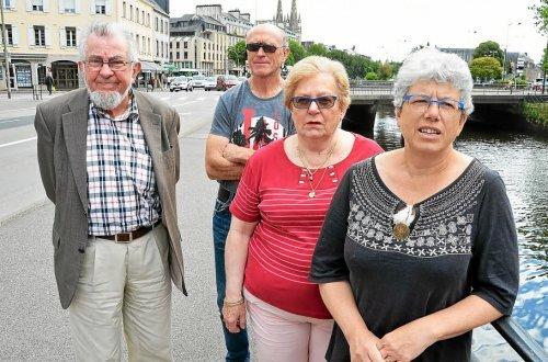 Yves Jardin et Didier Jaffrain pour Douarnenez et Hélène Derrien et Marianne Jan pour Concarneau : les comités de défense des hôpitaux tirent à nouveau la sonnette d'alarme.