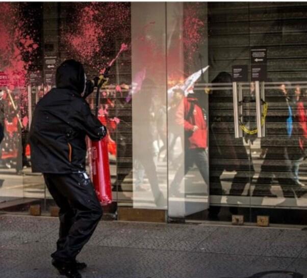 Trois policiers ont été grièvement blessés. Les manifestants ont défilé dans une quarantaine de villes.