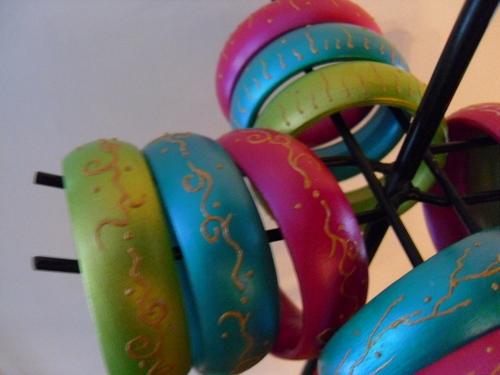 Bracelet en bois peints et vernis