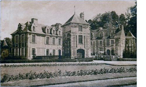 LES REMPARTS DE LA ROQUE-BAIGNARD (Calvados)