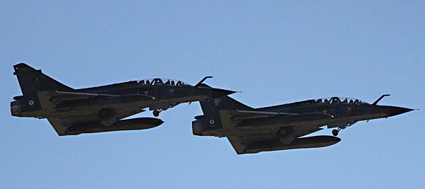 duo avions de chasse -2-