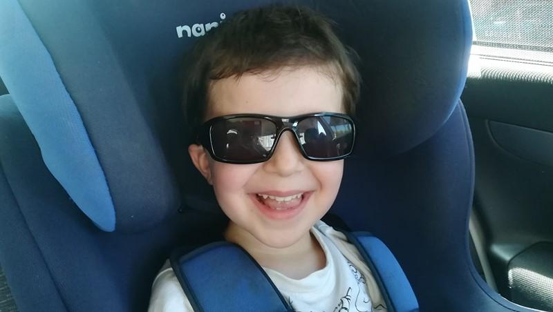 Avec les lunettes de soleil