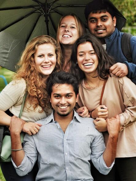 groupe d' amis filles et garçons photos gratuites | images gratuites et  libres de droits