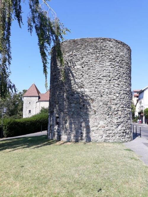 La tour des langues du XIV s