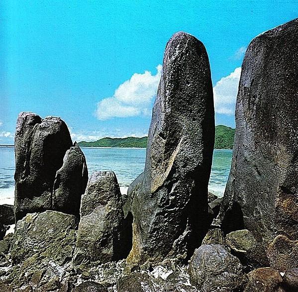 612px-Landscape_of_the_Seychelles_2.jpg