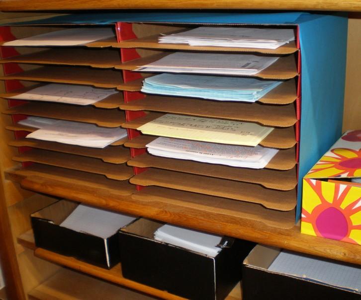 Le trieur pizza un trieur 24 cases pas cher et respectueux de l 39 environnement kinouschool - Boite de rangement verticale ...