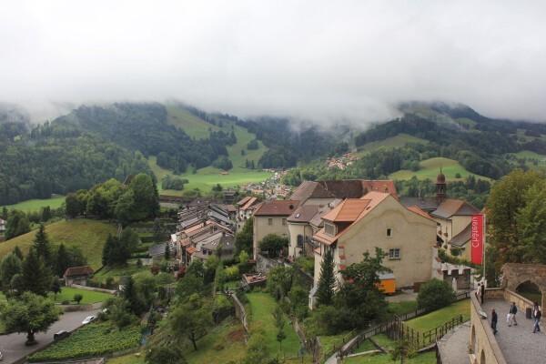 Vue-sur-le-village-medievale.jpg