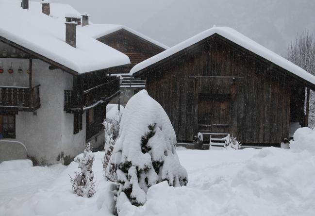 Sous le manteau blanc, au village