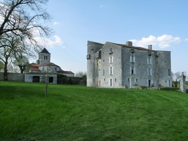 Chateau derrière l'Eglise de St Saturnin - Saint-Saturnin-du-Bois