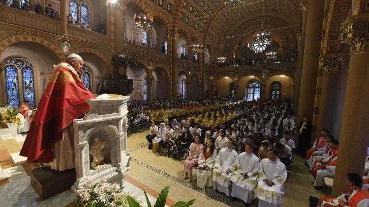 Le Pape François durant son homélie à la cathédrale de Bangkok, le 22 novembre 2019.