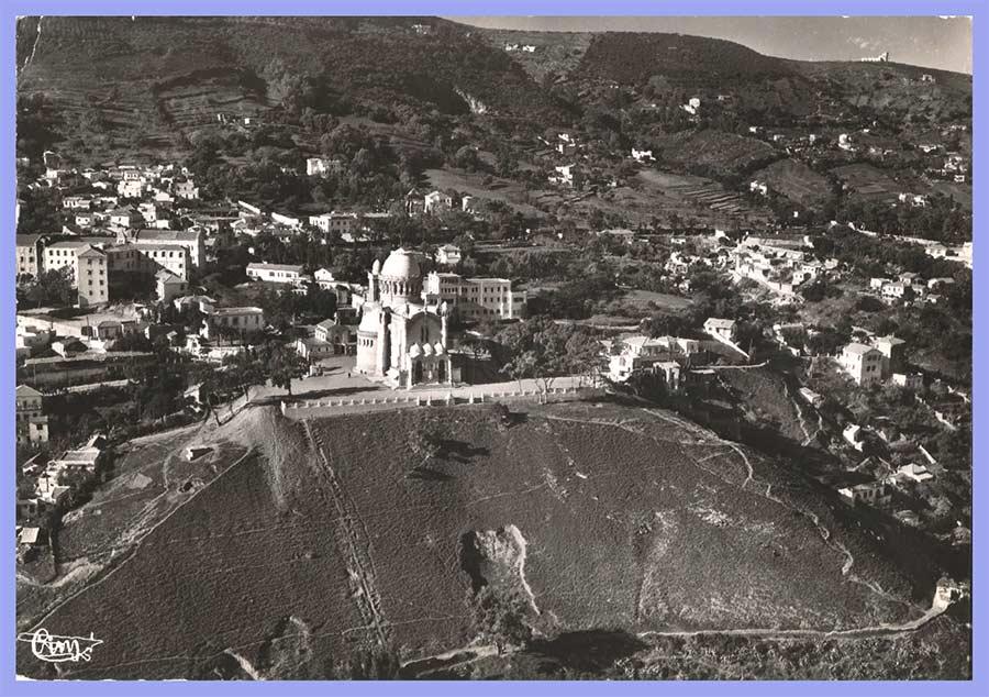 Vue aérienne sur la Basilique Notre -Dame d'Afrique