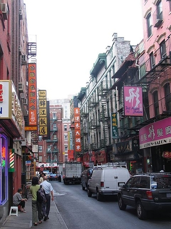 new_york_chinatown_shops_road_street