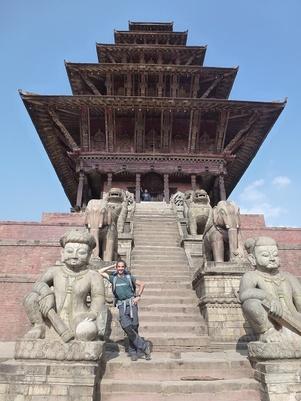 Bhaktapur, temple de Laksmi et ses énormes statues