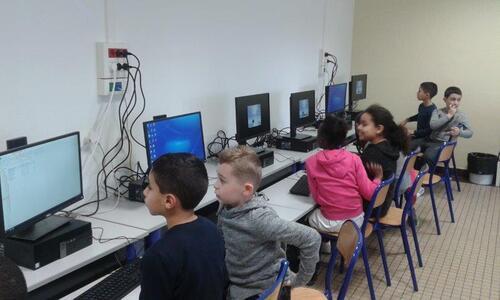Salle informatique CE2a