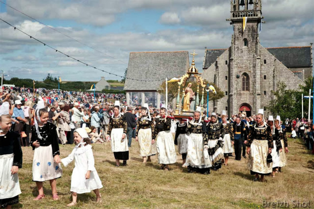 procession - sainte-anne-la-palud