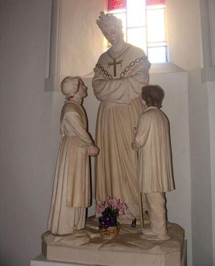 Eglise de Corps - statue N.D. de la Salette.jpg