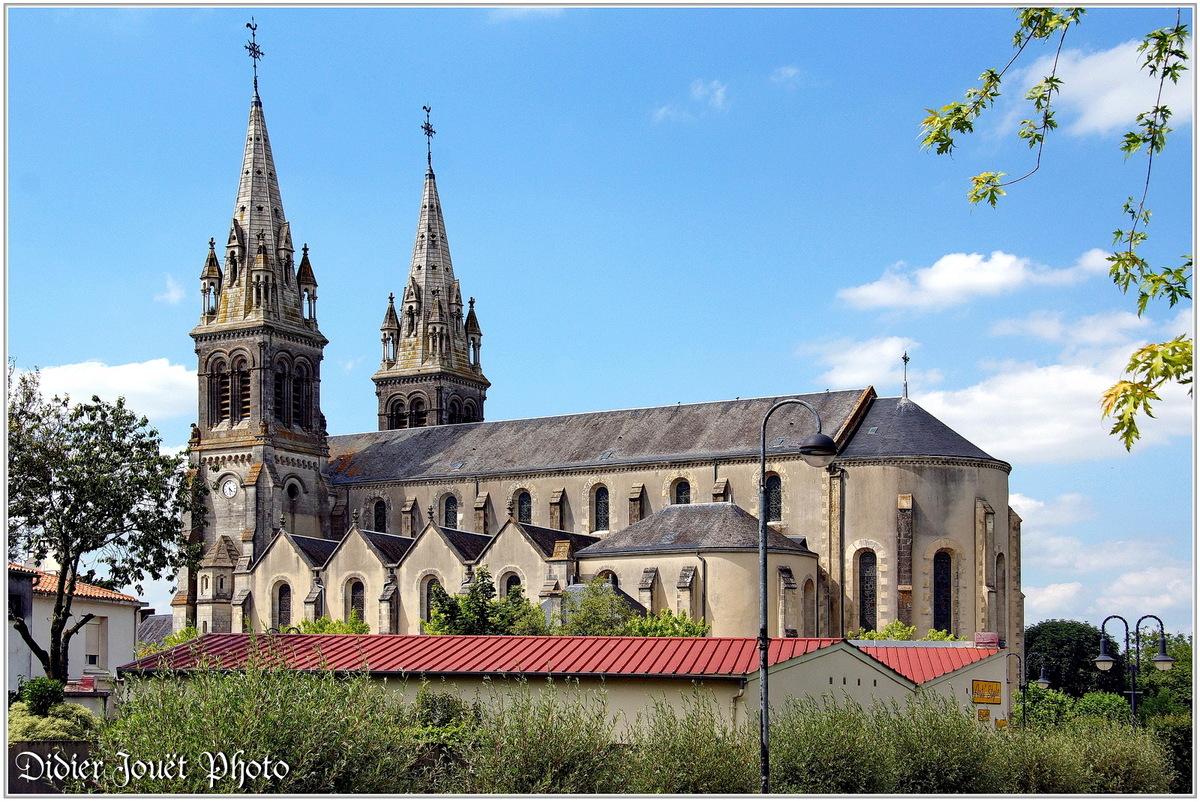 (85) Vendée - Les Essarts (2) _ Eglise