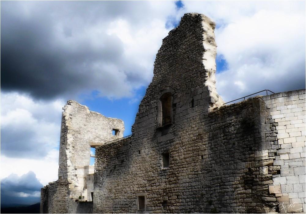 Lacoste (Fr-84) ~ Château du Marquis de Sade ...